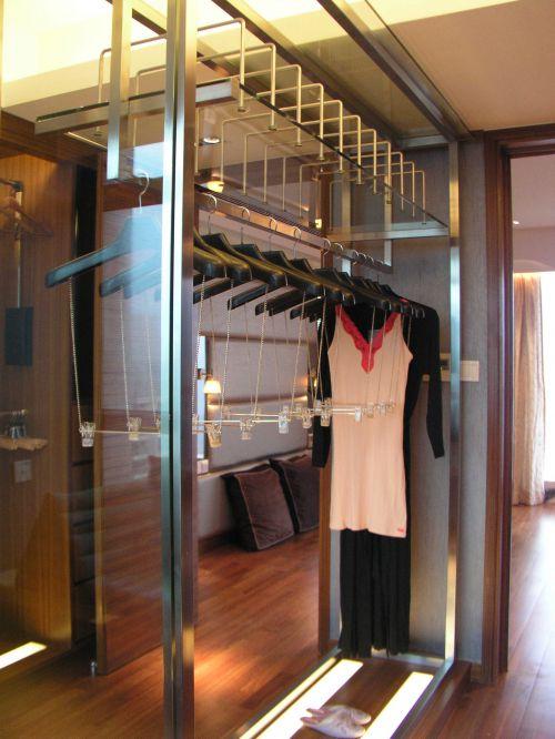 现代简约四居室衣帽间衣柜装修效果图大全