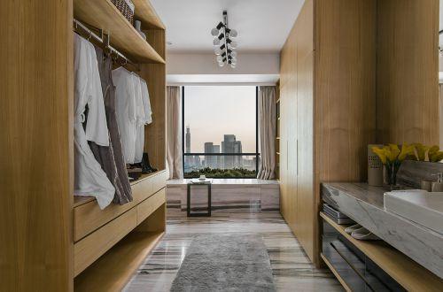 现代简约四居室衣帽间储物柜装修图片