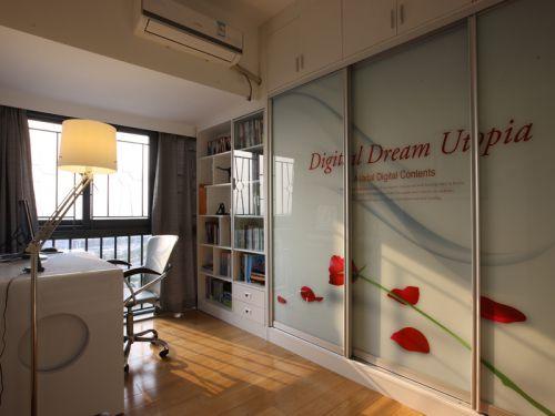 现代简约三居室衣帽间飘窗装修效果图欣赏
