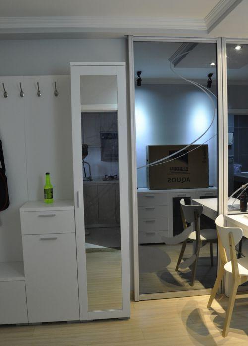 现代简约二居室衣帽间衣柜装修效果图欣赏