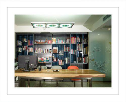 现代简约别墅书房装修图片