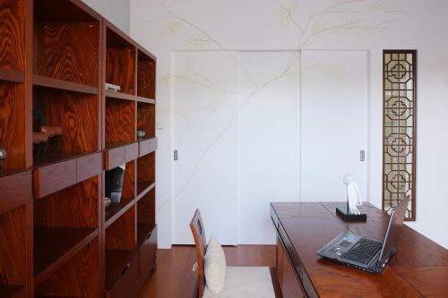 现代简约书房白色双开隐形门装修效果图