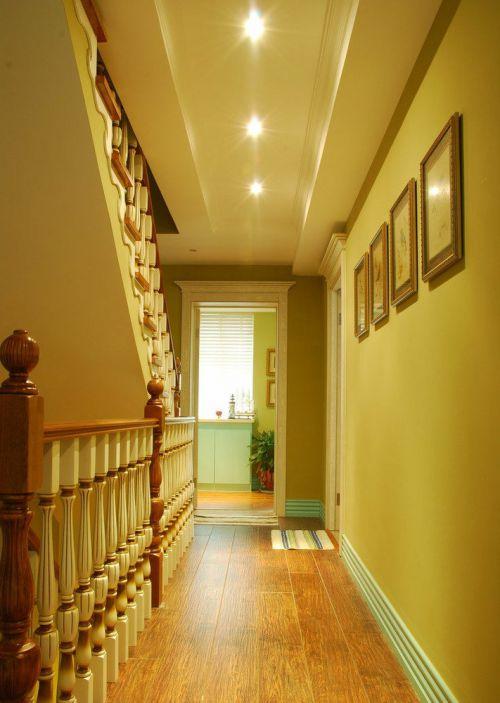 美式黄色客厅过道设计图片