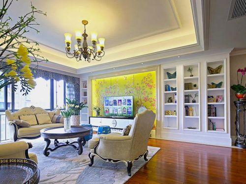 低奢浪漫雅致白色简欧客厅装潢案例