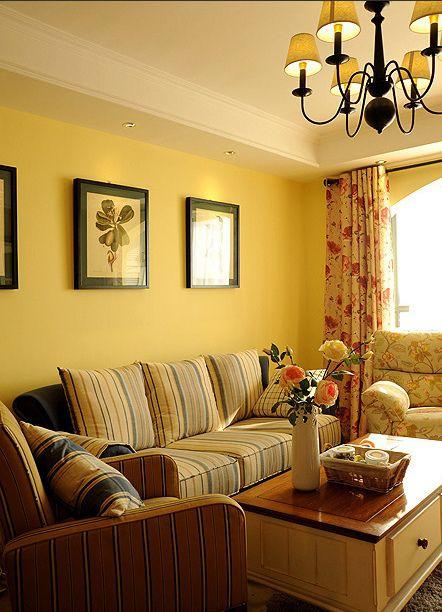 简欧风温馨黄色客厅装饰图