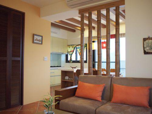 橙色东南亚风格客厅隔断装修案例