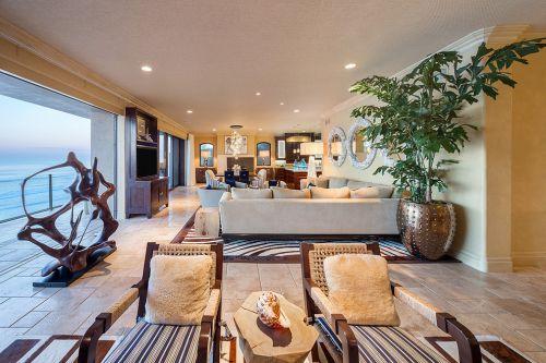 热情东南亚风格米色客厅装修设计