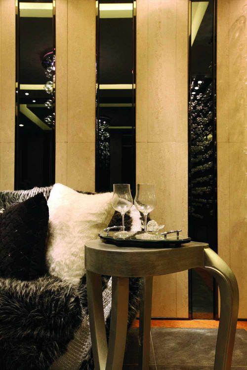 新古典时尚质感客厅局部装修案例欣赏