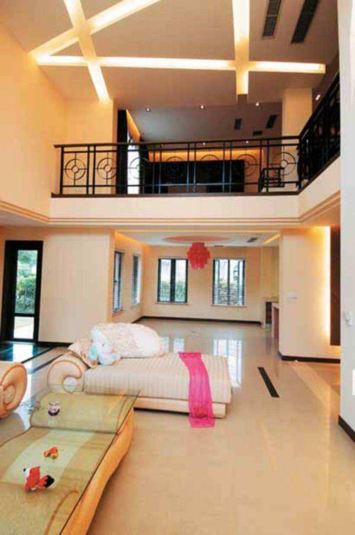 现代时尚挑高客厅装修案例