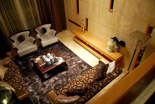 古典元素现代风格客厅温馨布置