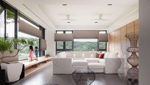 复式极简原木客厅设计