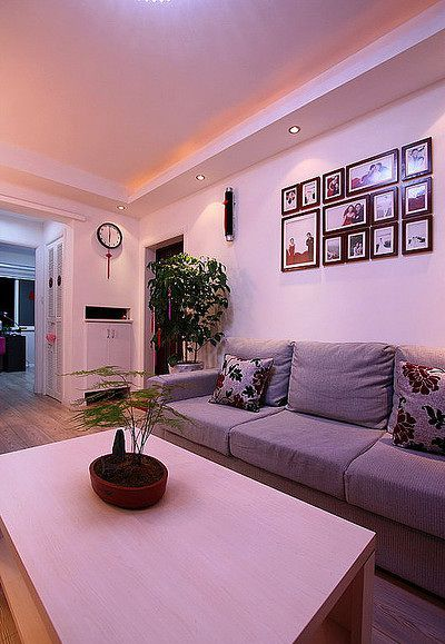 紫色简约风格客厅背景墙装修案例