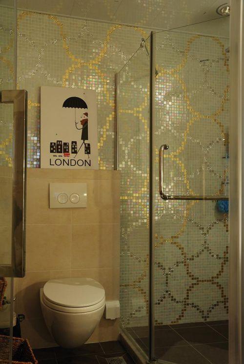 现代简约中式混搭卫生间装修效果展示