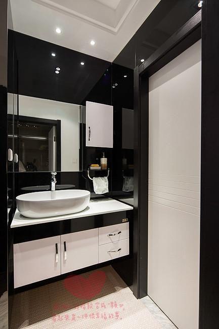 现代简约简欧卫生间设计方案