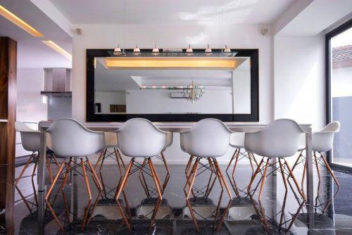 现代简约风格餐厅设计图
