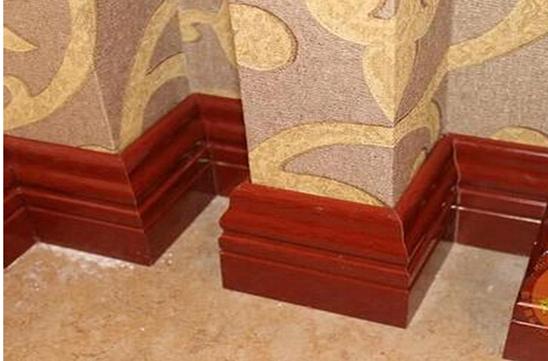 3、常见木质踢脚线尺寸 木质踢脚线也是现代家居装修中经常使用的一种踢脚线,可以自制,其高度尺寸比较随意,可以自行拟定;当然木质踢脚线也可以购买,成品的木质踢脚线尺寸大多为8厘米左右。若是密度板踢脚线,那么其高度尺寸大约在7.5厘米左右。