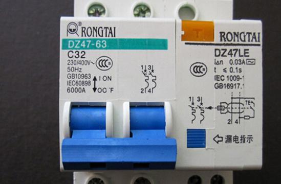 Boveri)在1988年合并而成,是电力和自动化技术领域的领导厂商。    3、正泰CHINT    浙江正泰电器股份有限公司是中国产销量最大的低压电器生产企业。产品畅销全球90多个国家和地区,正泰空气开关质量优良,价格合理。    4、西门子    西门子是电机和电子领域是全球业界的先驱,西门子空气开关以卓越的技术成就、不懈的创新追求、出众的品质、令人信赖的可靠性著称,从塑料的质感,到接缝的契合度来说,西门子的做工是其他牌子赶不上的。    5、德力西    中国德力西不断为客户提供优质产品和服务,不