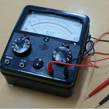 万用表可测量直流电流,直流电压,交流电流,交流电压,电阻
