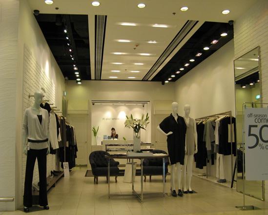 服装店装修如何选择地板?
