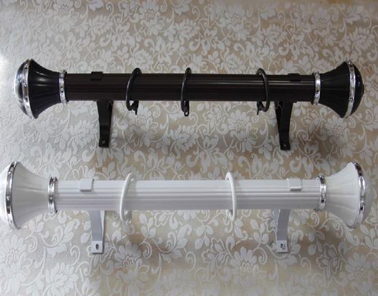 罗马杆如何安装? 1、准备 检查罗马杆及其装饰头、支座、吊环的配套性、测量罗马杆的长度、窗户的宽度。 2、划线 以安装的那个支座作为标准划线,划出支座定位线和孔位置线。3个支座的,中间的支座位于窗户或墙壁中心,两端的须等距。两端的支座离开墙壁约15-20cm或离开罗马杆端部5-10cm。 3、打孔 打孔深度4-4.