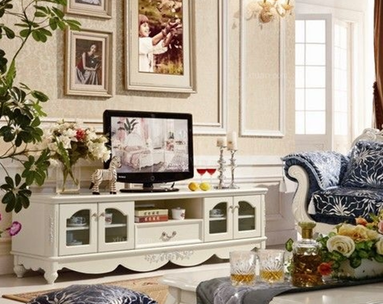 歐式電視柜高度: 歐美風格的電視柜高度一般大概都在60--75cm左右,主要是和歐美國家的人體高度有關聯,而中國的電視柜家具比較適中,也是為了方便國人的使用,那么歐式電視柜一般多高才合適呢? 韓式田園電視柜一般高度在0.62米左右; 歐式風格電視柜一般高度在0.438米左右; 現代風格電視柜一般高度在0.