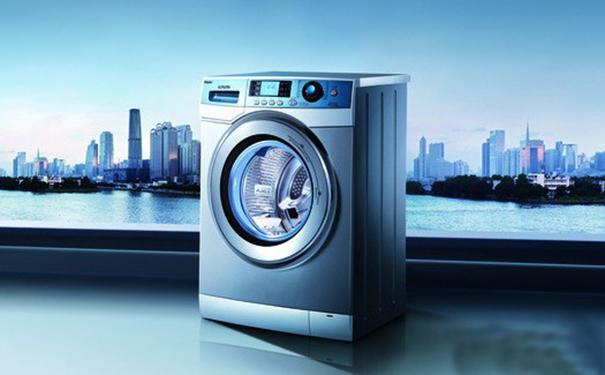 全自动洗衣机使用注意事项: 1、洗衣机在运转过程中,不要随意打开桶盖,以免影响洗衣机的正常运作。 2、衣物正在进行甩水时,严禁把手伸进桶内,以防伤手。 3、含有挥发性物质(溶剂、酒精等)的衣物不要放进洗衣机内清洗,以免发生事故。 4、衣物脱水时,洗衣机有严重的晃动现象,应该立即按下暂停键,让洗衣机停止运作,把衣物放平整后再次开启脱水程序。 5、如果要用热水洗衣,水温要低于50才能使用。 以上就是全自动洗衣机怎么用的操作方法以及在使用过程中的注意事项,希望大家看完后,在下次使用全自动洗衣机时,能够对你