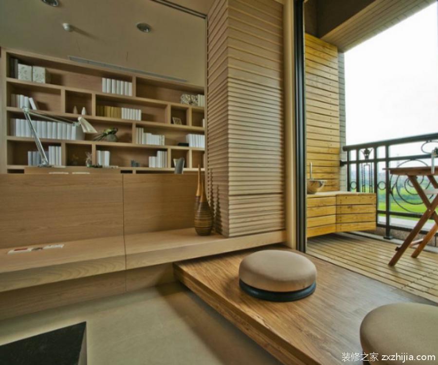 可在竹子,石材等材质的地台铺一层布或毯子等布艺材料,起到防滑的作用