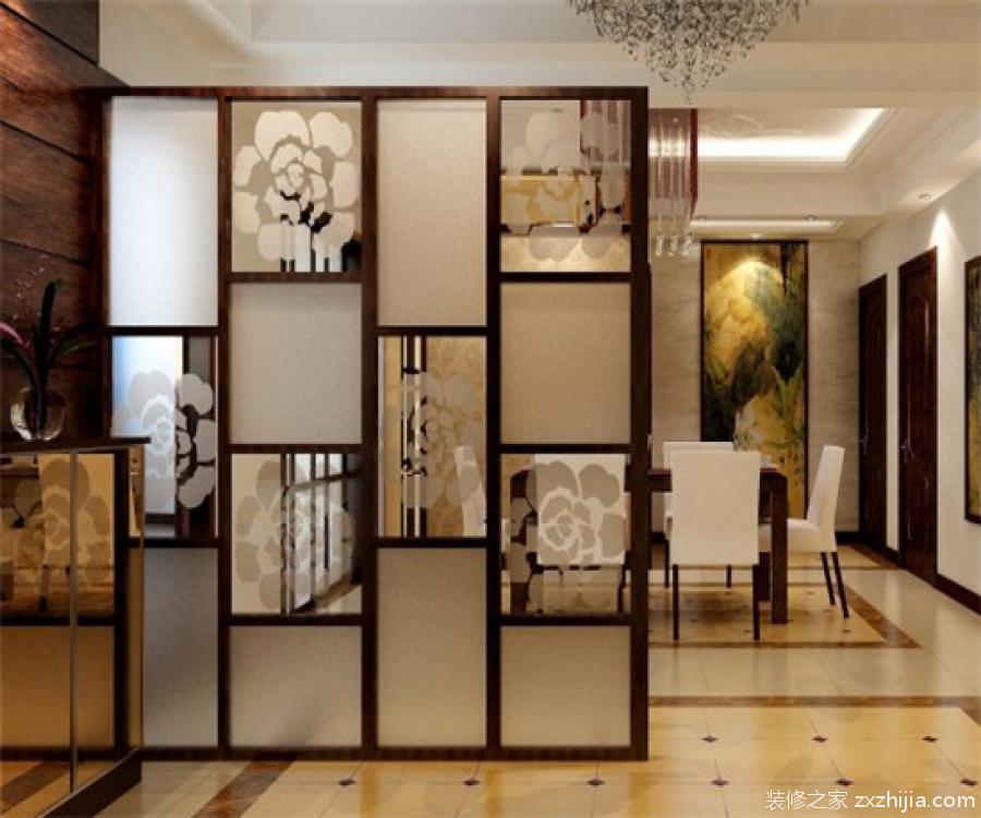 屏风隔断尺寸如何确定? 屏风隔断有全隔断和半隔断之分,主要是用在办公室和家里,办公室以全隔断为主,家用则以半隔断为主。 屏风隔断的尺寸通常是根据房间大小来确定的,尤其是高度很重要。在家用屏风隔断中,一般主要是用于客厅、卧室、书房以及卫浴间。不同的功能居室,屏风隔断尺寸肯定不一样。屏风隔断尺寸有常规的,也有定制的,定制的尺寸相对就比较灵活,精确度也是比较高的。