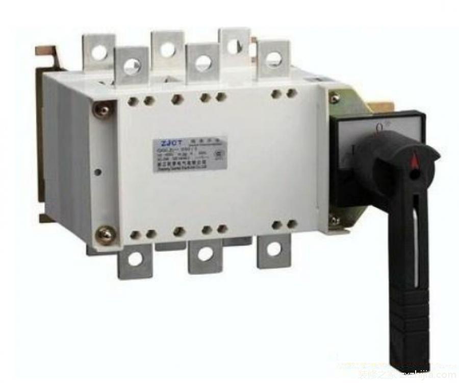 隔离开关的作用有哪些? 1、分闸后,建立可靠的绝缘间隙,将需要检修的设备或线路与电源用一个明显断开点隔开,以保证检修人员和设备的安全。 2、隔离开关和断路器相配合 , 进行倒闸操作 , 以改变运行方式。 3、可用来分、合线路中的小电流,如套管、母线、连接头、短电缆的充电电流,开关均压电容的电容电流,双母线换接时的环流以及电压互感器的励磁电流等。 4、根据不同结构类型的具体情况,可用来分、合一定容量变压器的空载励磁电流。 以上就是小编为您带来的 什么是隔离开关?隔离开关的作用有哪些? 的全部内容,相信大家