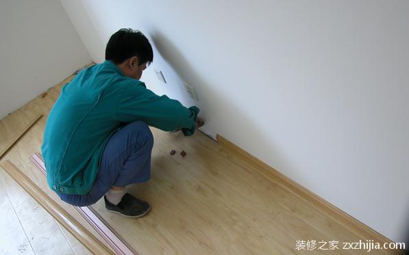 实木踢脚线安装:几个步骤轻松解决