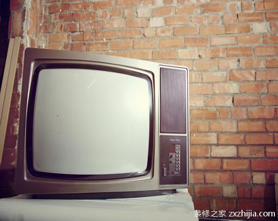 电视机自动消磁之后,电视机的电路组件再次受到外界过强的磁场而磁化.
