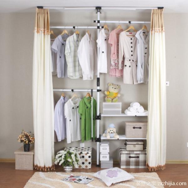 布衣柜的安装 对于布衣柜的安装,基本上都是先装好底架,再安装其余的架子,把整个骨架安装起来,然后从上到下套上布,注意各个小洞的位置,把布安装好后再安装衣柜内部的一些管子,最后把布抹平就完成布衣柜的安装了。先找出布衣柜标有同种标号的管子,把它们放到一起使用,如果没有标号就根据长短来分,架子的安装一般都是长短管子搭配使用。 1.