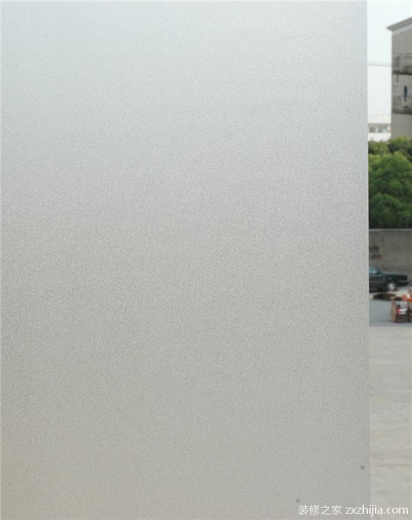磨砂玻璃特点      由于表面粗糙,使光线产生漫反射,透光而不透视