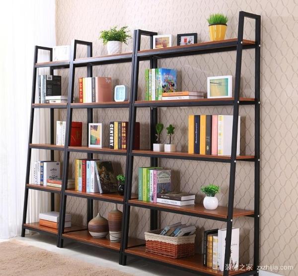 :嵌入式的墙面层板书架是现代书房装修中常见的   简易书架   之一,