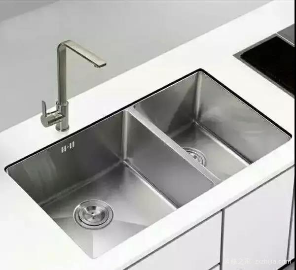 这种水槽在一开始的设计上,也就是定位于台下水槽.