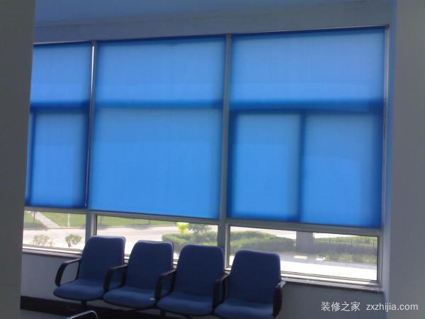 二,怎么安装电动窗帘      1,第一个步骤就是划出定位线量好