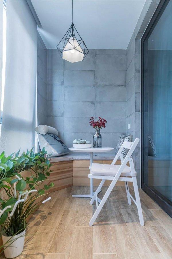 这套大户型的房子室内面积为125平米,采用现代简约风格装修,大气又图片