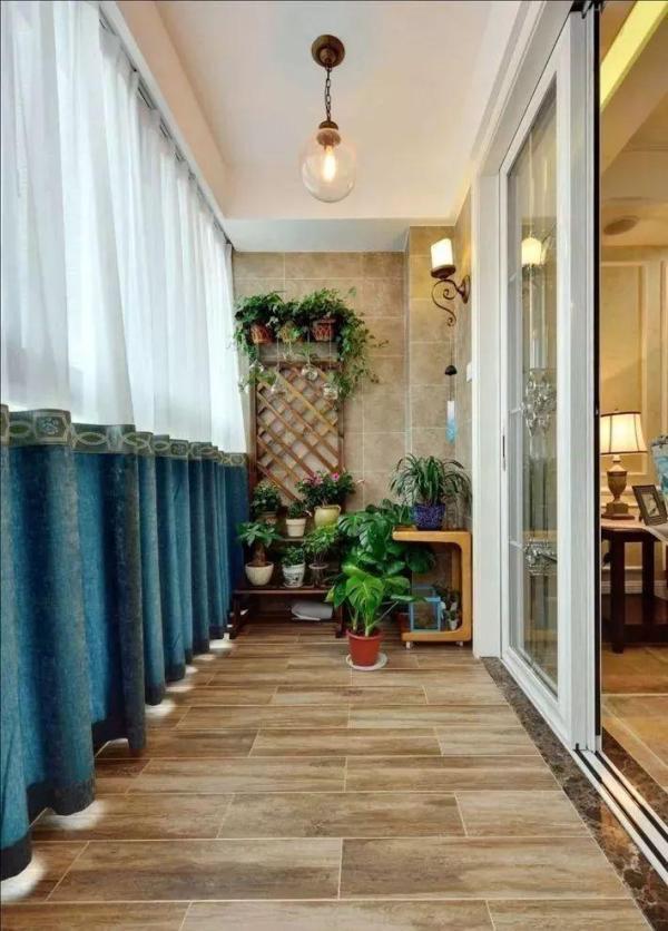 种满绿植的阳台有多棒?坐在里面喝茶,就像身处大自然氧吧