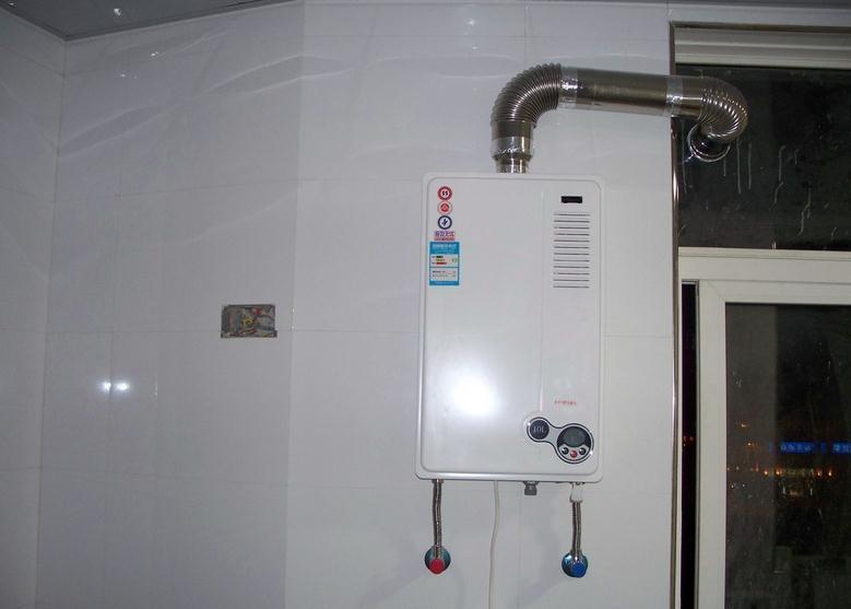 燃气热水器水箱漏水原因 燃气热水器水箱如何清洗