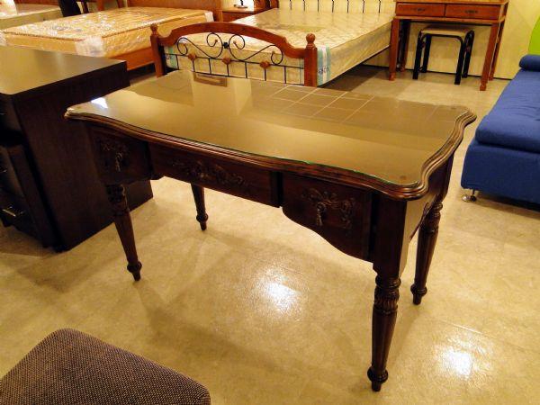 家具书桌选购技巧 家具书桌品牌的介绍