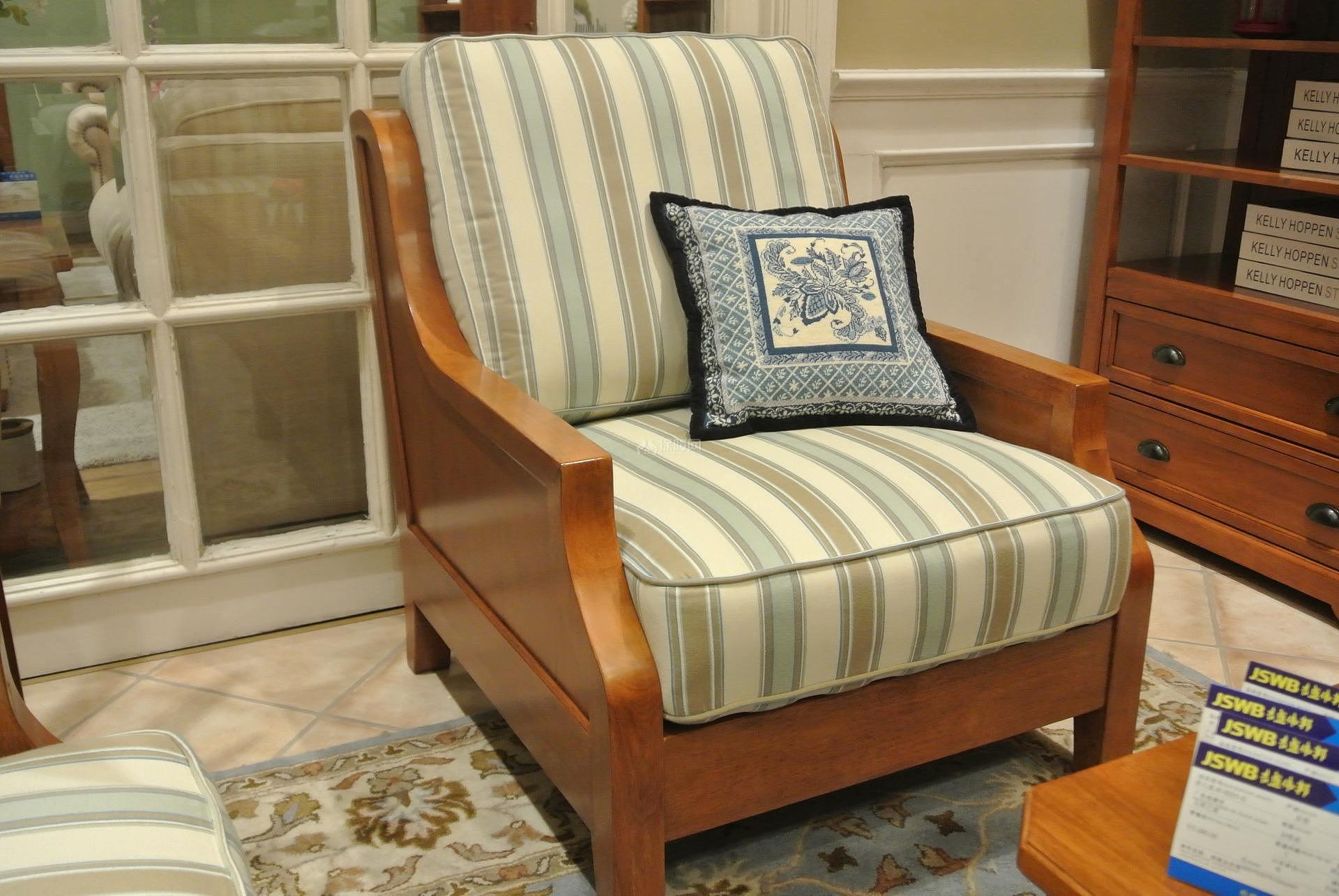 单人沙发尺寸有哪些?单人沙发选购技巧