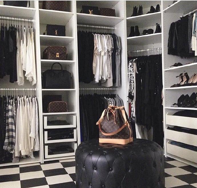 女人衣柜选购技巧 女人衣柜保养方法