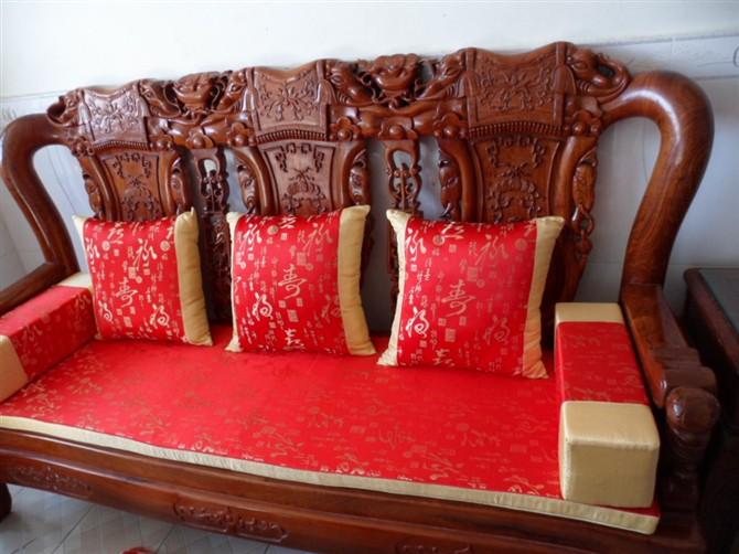 红木沙发垫定做注意事项 如何保养红木沙发垫