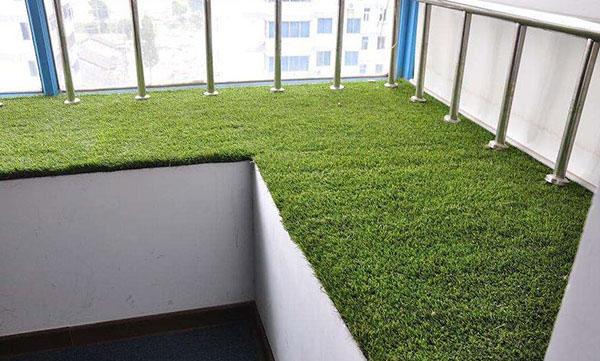假草坪地毯是什么?有什么优点?