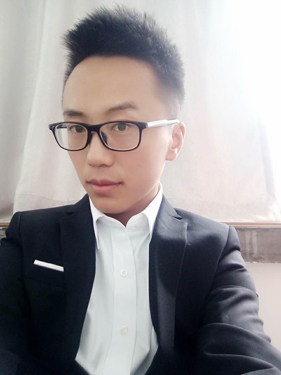 家装设计师何志鹏