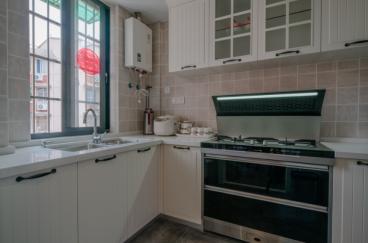 候潮公寓工业风厨房实景图