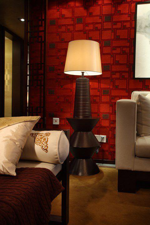 红色客厅一角设计