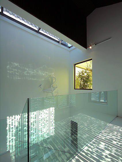 干净透明的玻璃楼梯口装修