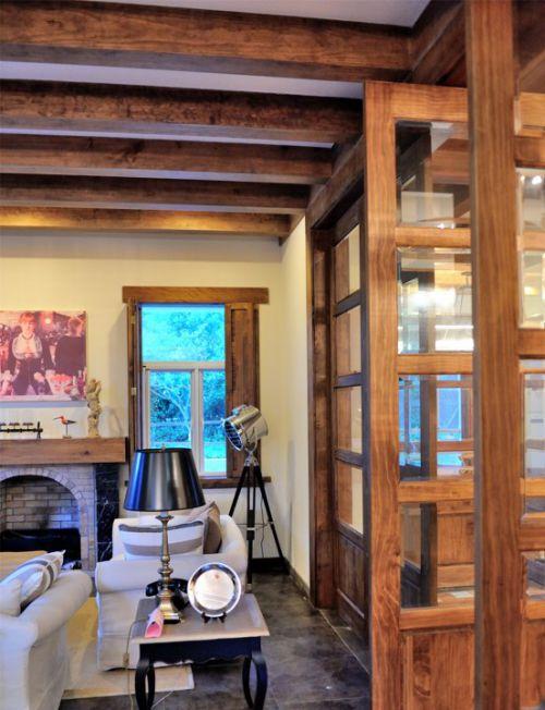 木质家具的江南风情客厅装修