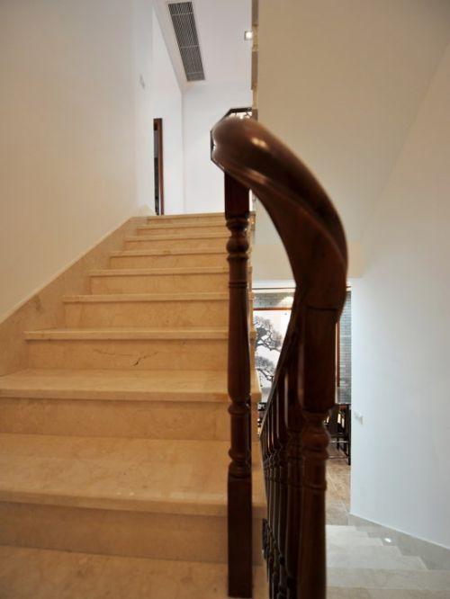 米色的简约楼梯效果图